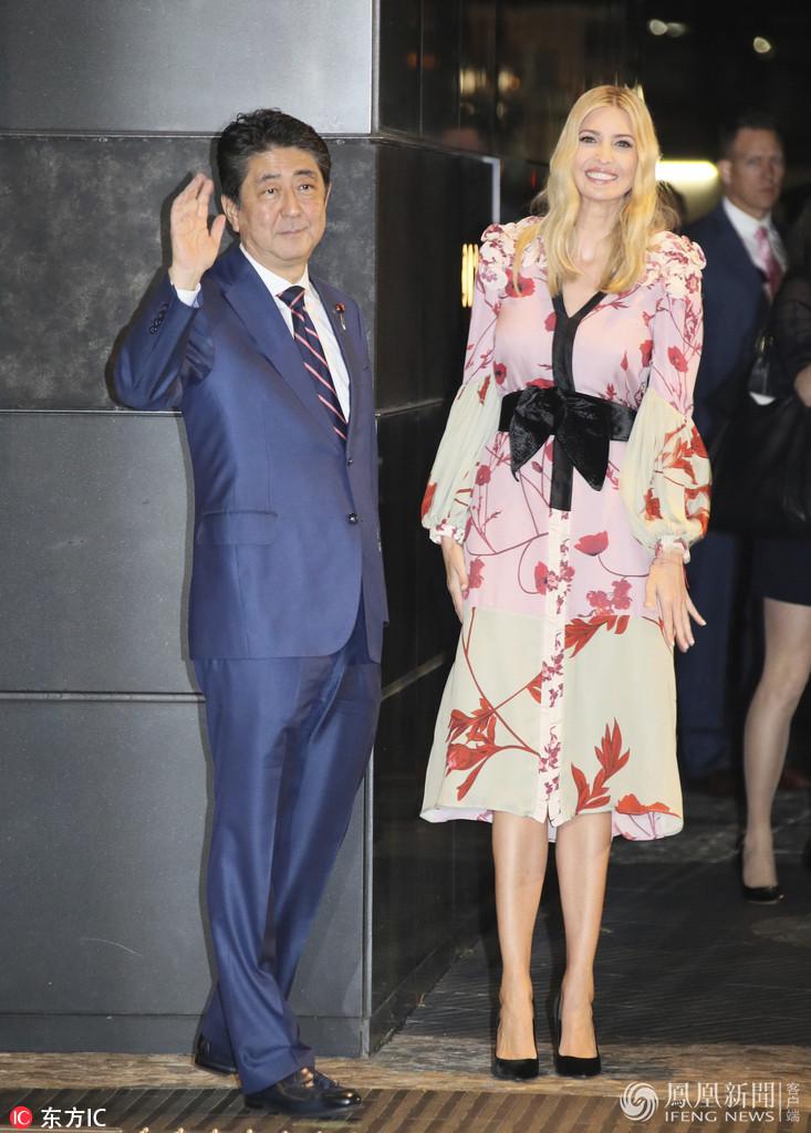 伊万卡在日本穿上日系和风裙
