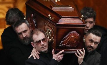 她46岁突然离世,亲友痛哭送行