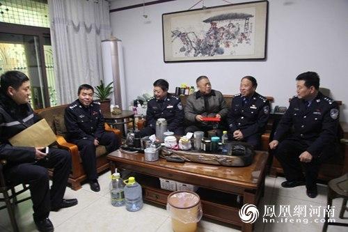 商丘市公安局党委委员 副局长李明星 交警支队长李涛等领导节前看
