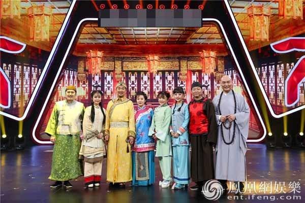 张国立邓婕《王牌3》补办婚礼 《康熙》剧组感人重聚