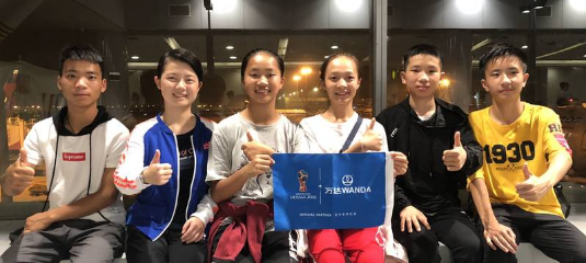 世界杯开幕式小旗手来自中国贵州丹寨手
