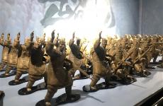 """战斗兵马俑 """"超活化""""文物受西安市民青睐"""