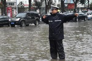 """加强汛期道路交通安全管理!河北绘制""""雨情线路图"""""""