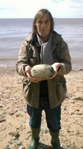 惊!夫妻在海边捡到臭石头竟值天价 传说中的龙延香