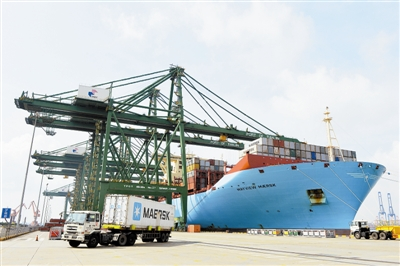 """世界最大的货轮""""美景马士基""""开始运营该航线"""