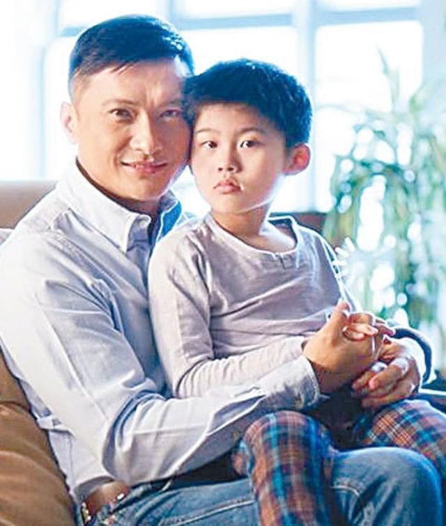 【星娱TV】他曾为自闭症儿子息影 如今49岁再写书鼓励儿子
