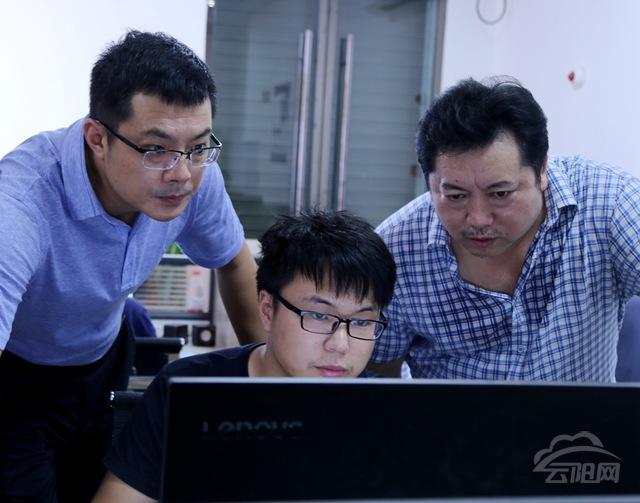 云阳县长覃昌德强调要做大电商生态圈