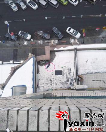 """撑伞从11楼跳下 女孩模仿《熊出没》从阳台上""""飞""""了下去"""