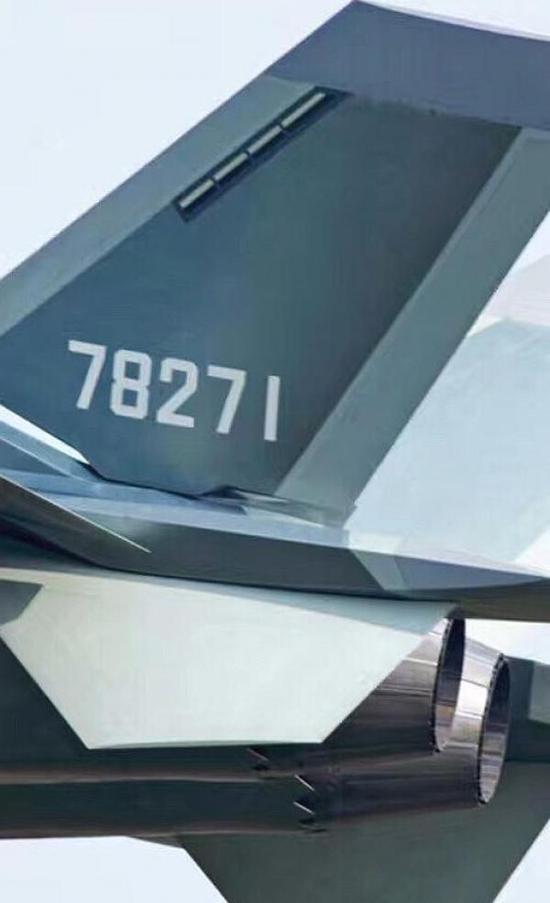 网络上曝光的J-20量产型尾部照片,根据机号判断,该机应当隶属于西北某试训中心某旅