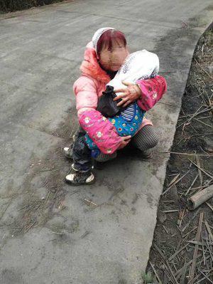 3岁男孩被女子砍数刀村民称行凶者患有精神病
