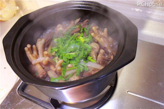 富含胶原蛋白美容菜肴凤爪腊味煲