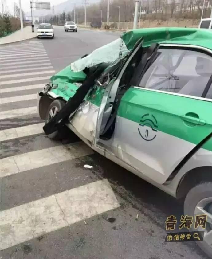 西宁一出租车与大货车相撞 出租车被严重撞损
