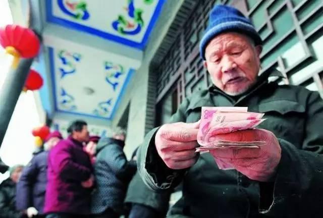 """延迟退休--养老金""""空账""""高达4.7万亿,我们老了还能领到吗?"""