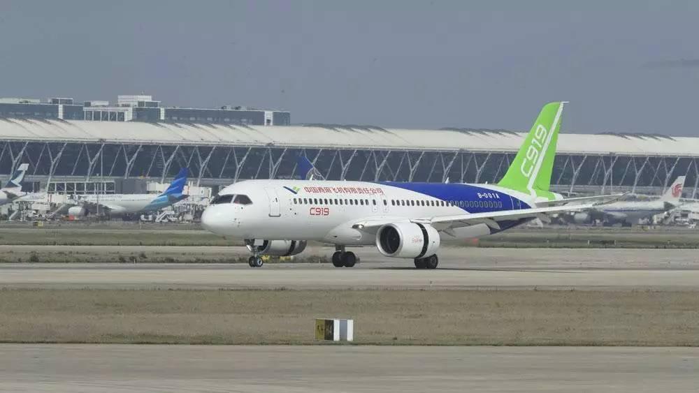 另外,前轮抬起高度过低会使飞机迎角过小,导致两点滑跑段增长,起飞