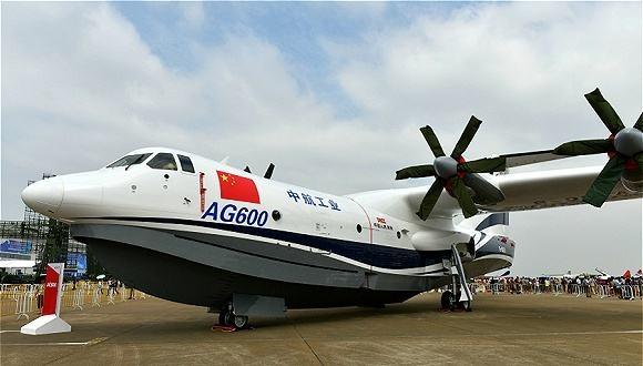 中国己主水陆两栖动物:AG600成初次滑行