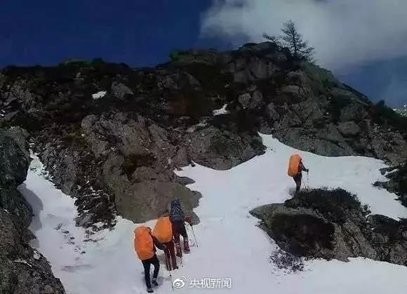 """△资料图:正在组队登山的""""驴友"""""""