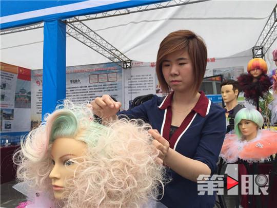 23岁重庆姑娘剪发剪成副教授 享国务院特殊津贴