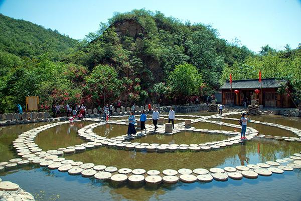 【虎山风景区招募】书法展示,瑜伽表演,汉服婚礼