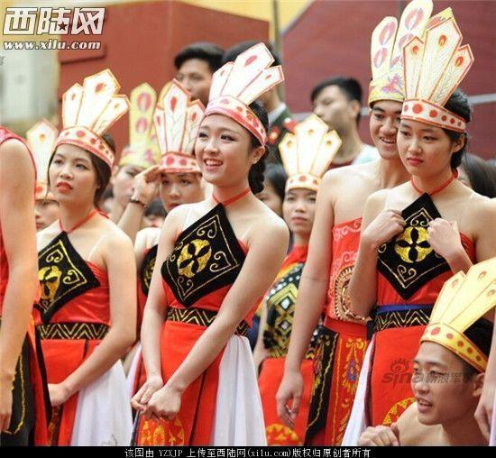 越南女兵为何不穿内衣!中国人都被惊呆
