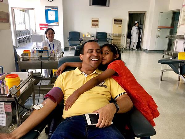 200余名印度友人端午在上海无偿献血 (组图)