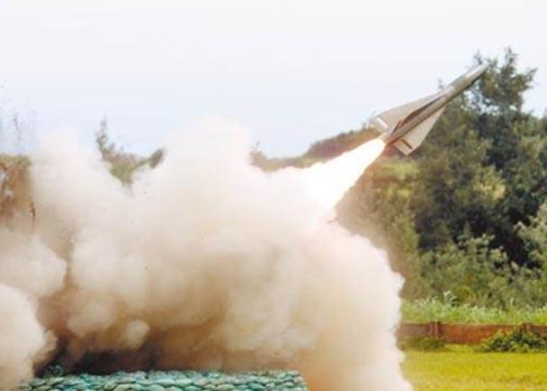 """当着""""参谋总长""""的面 台军2枚导弹测试中意外爆炸"""