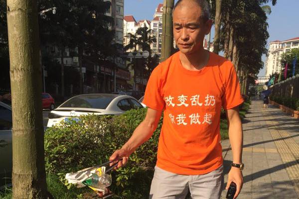 51岁男子身价上亿 三年开豪车捡垃圾