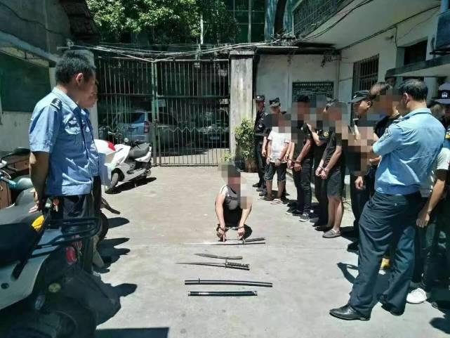 衡阳6名社会青年持刀抢劫 遇便衣警察被抓捕图片