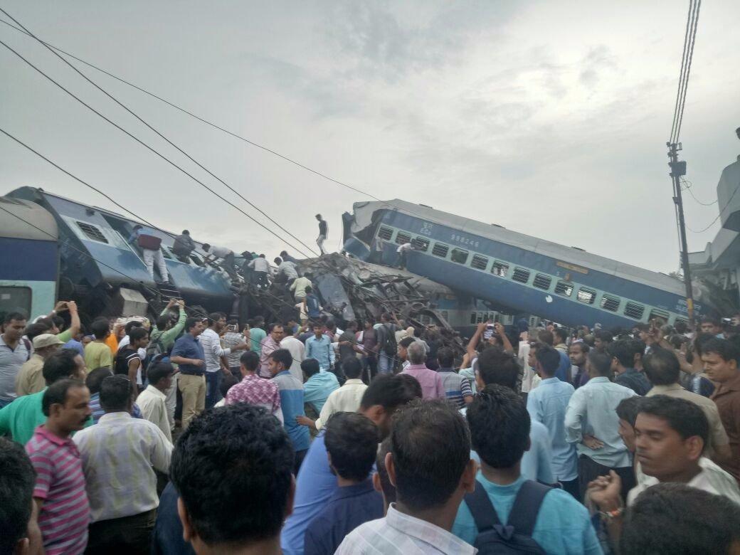 印度北方邦一列火车脱轨 已致至少10死150伤