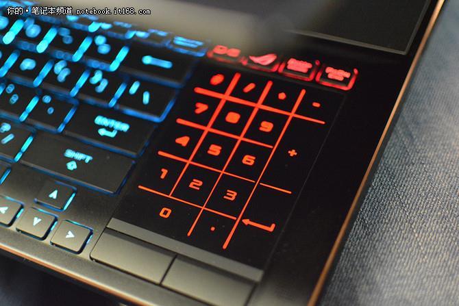 ↑↑↑ROG GX501键盘面最具特色的设计并非避开了发热严重的位置,而是可根据自身需求随性切换的小键盘和触控板。