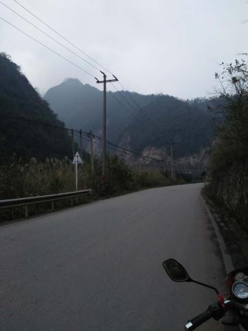 山地赛车道:欣赏美景之余来几把山地赛车,是不是很刺激呢。