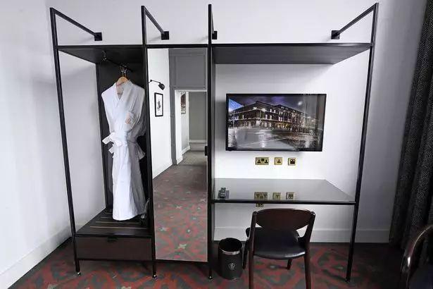 住进泰坦尼克号,住进精神病院,这些新酒店玩嗨了 | 嗜住