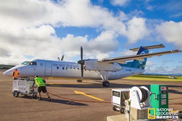 乘坐新西兰航空的小型螺旋桨式飞机到达布兰尼姆到达布兰尼姆 布兰尼姆位于葡萄栽培制酒地马尔堡(Marlborough)的心脏地带。这里的阳光明媚程度在新西兰境内数一数二,年日照平均时间约2438小时。阳光镇布兰尼姆是品尝葡萄酒和海鲜的胜地。  美酒