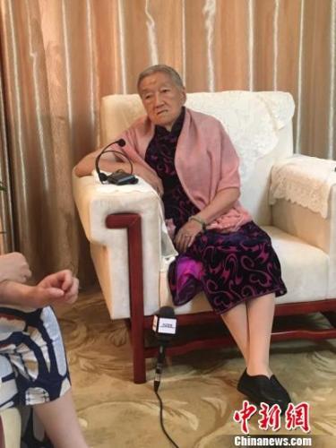 85岁褚时健夫人马静芬毫不掩饰低学历 点赞董明珠