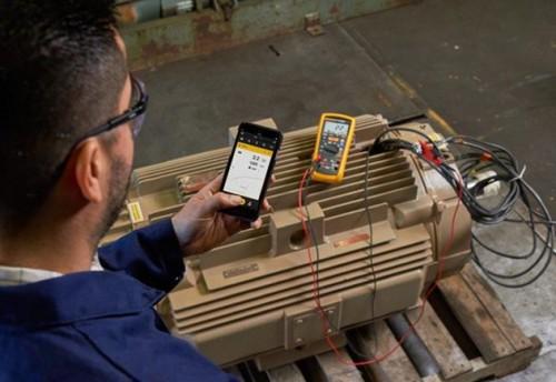 电压时,该绝缘测试仪读数显示>550 mω,表示电阻超出测量范围.