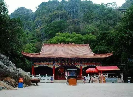 灵山六峰山风景名胜区,现有景观景点几十多处.