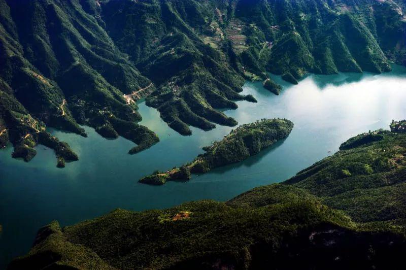位于鄂西南山区及清江中下游的长阳土家族自治县内,隶属湖北宜昌市