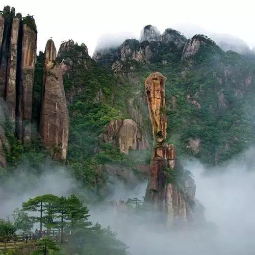 庐山风景名胜区 淡季时间:12月1日到3月31日;票价:135.00元.
