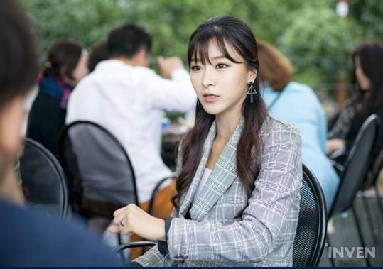 韩国LOL星际2美女主持专访:快奔三了很烦恼