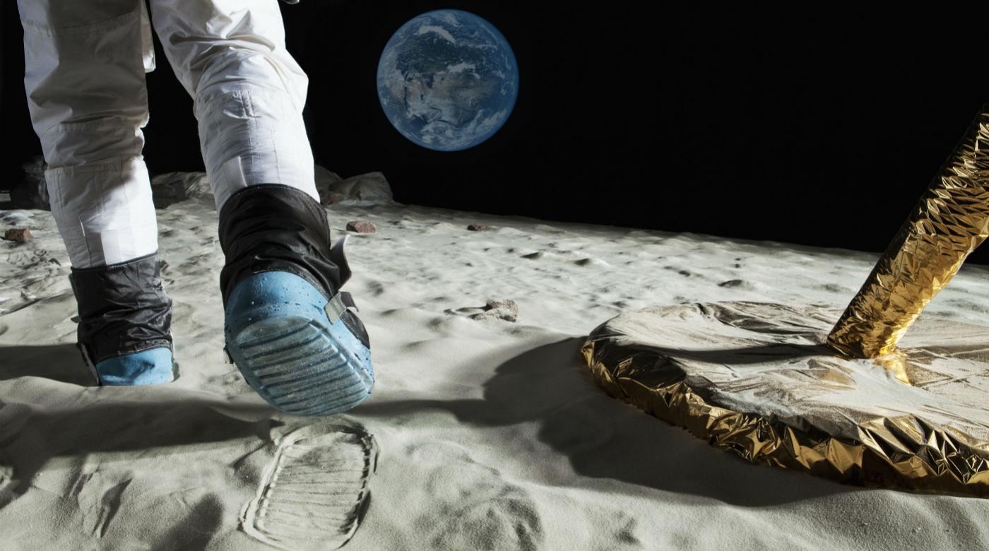 月球发现巨大洞穴:纯天然的殖民基地