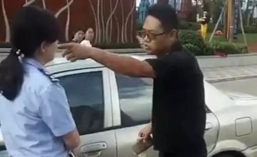 """自称""""纪委""""男子掌掴辱骂交警 云南纪委严肃处理"""