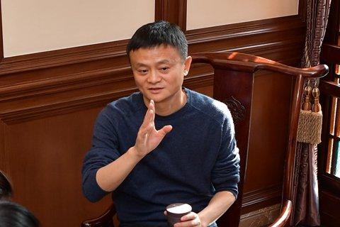 马云回应被孤立传闻 一顿饭局能打垮我 开玩笑