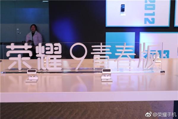 荣耀雄霸中国互联网手机第一!小米表示服了