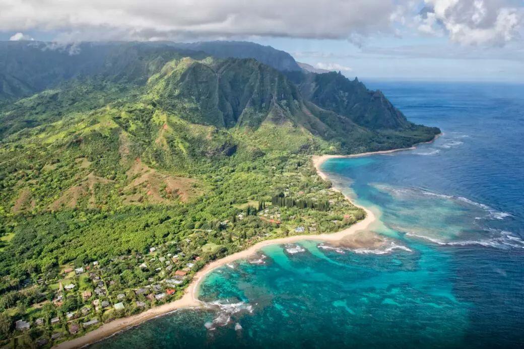 它是无数人的第一座海岛 还拥有一片美到心醉的抹茶味海滩