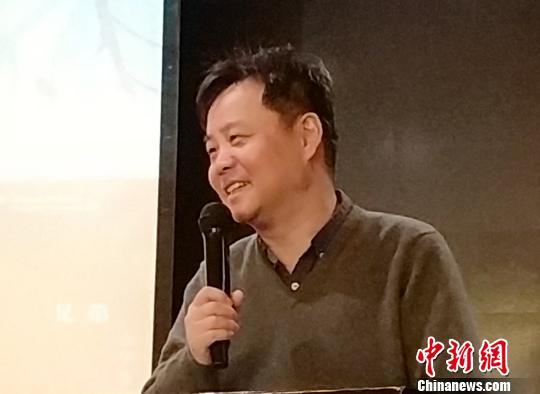 """《活着》销售长红余华获颁出版社""""超级畅销纪念奖"""""""