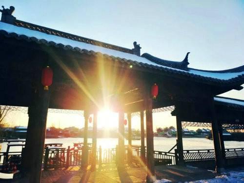 阳光下的湛蓝一半是水一半是冰这里是朱仙镇启封故园