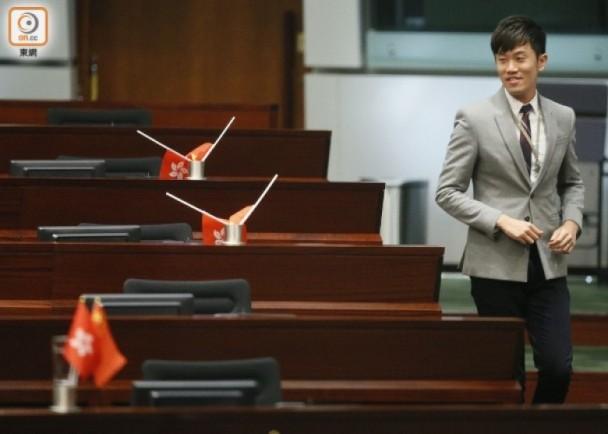 """""""港独""""议员侮辱国旗被香港理工逐出教师队伍 (图)"""