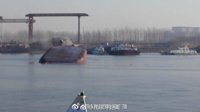 长江南京段天河口一煤炭船翻沉,海事部门确认