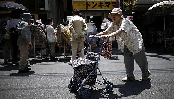 """人口减少不婚增加 日本20年后""""单身户""""家庭将占4成"""