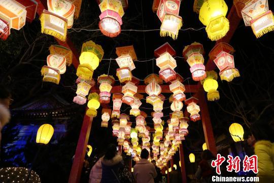 图为华清宫内灯光点点。 张远 摄