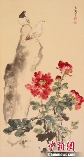 现代王雪涛设色牡丹鸽子图钟欣摄